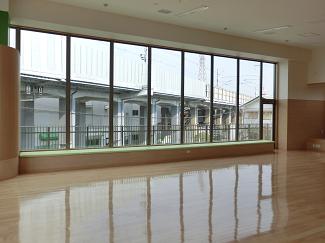 摂津さつき保育園・遊戯室